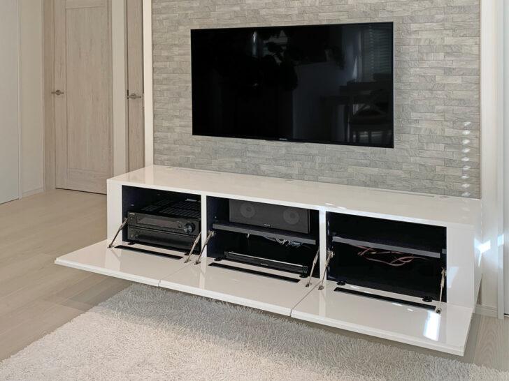 フロートテレビボードに多くの機器類をスッキリ収納